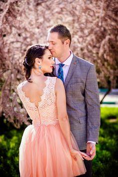 Sedinta foto Save the date Couple Posing, Bridesmaid Dresses, Wedding Dresses, Couple Photography, Save The Date, Dating, Romantic, Photoshoot, Poses