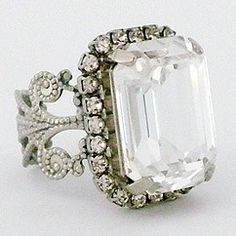 Sorrelli Snow Bunny Vintage Cocktail Ring