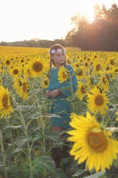 #Sunny  #sunflowers #goldenhour #yellow #flower #fall #vintage #headbands #girls  http://jennalanephoto.com