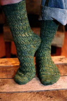 You won't believe how quickly the Flower Shower Socks fly off your needles! A floral rib pattern tapers off at random intervals, and the final fabric . Loom Knitting, Knitting Socks, Hand Knitting, Knitting Patterns, Knitting Storage, Simple Knitting, Lace Socks, Crochet Socks, Knit Socks