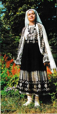 Mehedinti, Oltenia (Wallachia) Folk Embroidery, Embroidery Patterns, Embroidery Stitches, Folk Costume, Costumes, People Of The World, Fashion Art, Folk Art, Anthropologie
