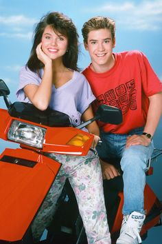 Here you'll find 65 of some of the most perfect TV couples in history that showed the world what love is. Best Tv Couples, Cute Couples, Fashion Couple, Fashion Tv, Tiffani Thiessen, Mark Paul Gosselaar, Nineties Fashion, Elizabeth Berkley, The Future Movie
