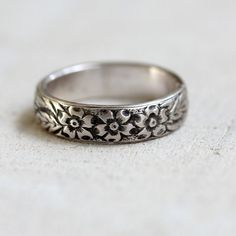 Sterling silver or gold floral pattern ring