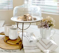 Do you love changing up your kitchen table as much as I do?  I love cake stands and how they can be used in so many ways,  they can be used as the  main focus of a centerpiece to any vignette, whether you use them to display desserts or some of your favorite  decor pieces,  either way they make a great piece to add to any vignette.