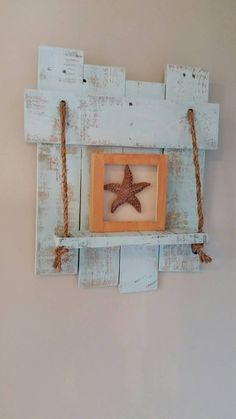 Étagère en bois de palette, étagère beachy, reclaimed étagère en bois, étagère bleu, étagère en bois de palette bleue, décoration de mur avec plateau, décor de mur bleu