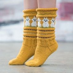 Påskesokken - www. Wool Socks, Knitting Socks, Hand Knitting, Kakis, Cosy Outfit, Sock Toys, Drops Design, Cat Design, Hand Warmers