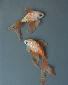EL PEZ something fishy, soft sculpture brooch via Etsy. Fabric Fish, Fabric Art, Fabric Crafts, Textile Jewelry, Fabric Jewelry, Textile Art, Jewellery, Toy Art, Softies
