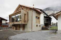 Marisa Feuerstein - Hay loft conversion, S-charl Via worldarchitects… Chalet Design, Style At Home, Interior Architecture, Interior And Exterior, Swiss House, Farmhouse Remodel, Old Building, Cozy House, Townhouse