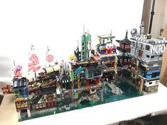 Ninjago City Erweiterung wip - New Ideas Ninjago Lego Sets, Ninjago Party, Lego Hospital, Lego Movie Sets, Lego Humor, Lego Minifigure Display, Big Lego, Arte Ninja, Amazing Lego Creations