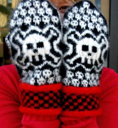 Skull Mittens - i would die for these oh mannn. Mittens Pattern, Knitting Socks, Mitten Gloves, Knitting Charts, Knitting Patterns, Crochet Geek, Knit Or Crochet, Tricot, Handarbeit