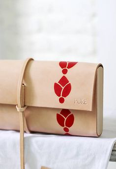 PURE / Listová kabelka MINI FOLK / leather clutch handpainted Leather Clutch Bags, Clutches, Modeling, Sunglasses Case, Hand Painted, Glamour, Pure Products, Mini, Handmade