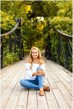 outfit + pose + setting = senior picture girl pose -You can find Senior picture poses and more on our website. Senior Picture Girls, Summer Senior Pictures, Unique Senior Pictures, Country Senior Pictures, Photography Senior Pictures, Senior Portrait Photography, Senior Pics, Outfits For Senior Pictures, Spring Pictures