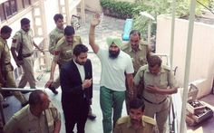 Don't chain Jagtar Singh Hawara during court appearances: Court tells Delhi police - http://sikhsiyasat.net/2015/04/07/dont-chain-jagtar-singh-hawara-during-court-appearances-court-tells-delhi-police/