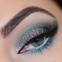 glitter blended into turquoise | eye makeup @jesshelfrich