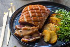 Magret de canard sauce Périgueux aux pommes - Recette pour Noël Alcoholic Drinks, Beverages, Batch Cooking, French Food, Waffles, Sausage, Good Food, Soup, Pasta