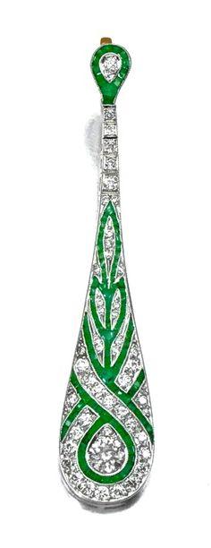 Art Deco Emerald & Diamond Ear Pendant #ArtDecoJewelry #EarPendant