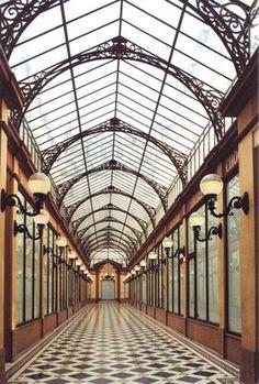 passages couverts paris sous pluie