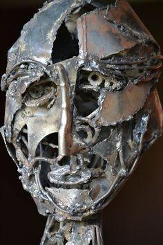 """Monica Montal , Escultura en hierro ; """" Humano"""""""
