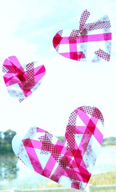 Do your little ones love tape? Make this easy heart craft with toddlers and preschoolers. Then use it as a suncatcher or necklace like we did. You don't even need contact paper!