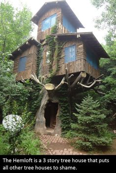 Funny pictures about Three Story Tree House. Oh, and cool pics about Three Story Tree House. Also, Three Story Tree House photos. Beautiful Tree Houses, Cool Tree Houses, Amazing Houses, Weird Houses, Tree House Designs, Unusual Homes, Cabins And Cottages, Log Cabins, Cabins In The Woods