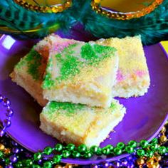 Since last year's King Cake was an epic fail, this year I think I'll try King Cake bars. :D