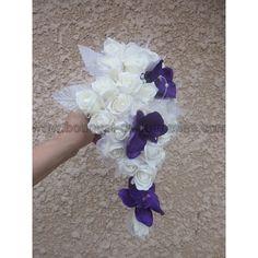 Bouquet-orchidee-prune: Bouquet fait avec des roses, tulle et feuilles couleur ivoire, des orchidées couleur prune et des strass     La prise en main est fait avec du tulle et ruban en satin couleur ivoire     largueur: 23cm  longueur: 37cm     boutonnière avec rose ivoire offert! sur http://bouquet-de-la-mariee.com/