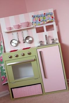 More play kitchens - IKEA Hackers.list of supplies to make kitchen Kitchen Sets For Kids, Play Kitchen Sets, Diy Kitchen, Play Kitchens, Ikea Kitchens, Green Kitchen, Kitchen Paint, Kitchen Items, Diy Karton