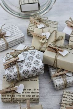 I am liking the use of clothesline pins for holding gift tags. Gift Wrap Ideas, Kraft & Twine Wrapping Ideas.