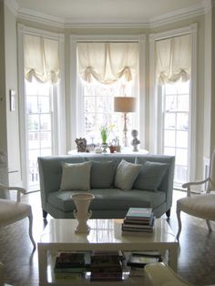 Bay window/curtains