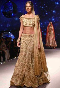 Lisa Haydon in Tarun Tahiliani for BMW India Bridal Fashion Week 2015