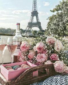 pink, makronen, blumen, champagner, paris # frankreich # eiffelturm – Serife Sezgin – Join the world of pin From Paris With Love, I Love Paris, Paris Paris, Pink Paris, Montmartre Paris, Tour Eiffel, Beautiful Flowers, Beautiful Places, Fresh Flowers