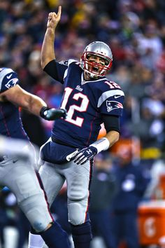 Tom Brady passed John Elway for the fifth-most passing yards of all-time, now – American Football Football Season, Nfl Football, American Football, Football Helmets, American Sports, Football Players, New England Patriots Football, Patriots Fans, Tom Brady Pictures