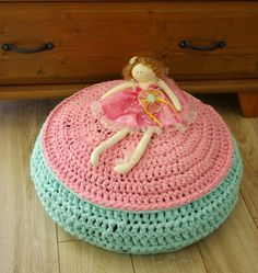 pouf made of Bobbiny yarn www.bobbiny.com
