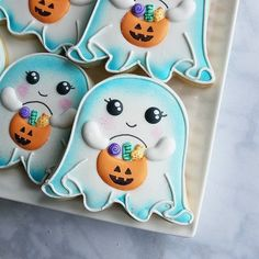 candy corn cookies Check out this list of creepy, cute, scary, spooky Halloween cookies! Decorated cookies for kids and adults alike, get some great ideas for your Halloween party. Biscuits Halloween, Halloween Donuts, Halloween Cookies Decorated, Halloween Sugar Cookies, Halloween Desserts, Spooky Halloween, Halloween Treats, Halloween Party, Holloween Cookies