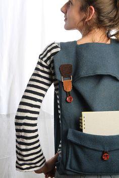 mochila grande portátil en azul con hebillas marrón por Marinsss, $69.00