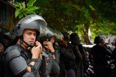 Tropa de Choque pronta para invadir a Escola Estadual Fernão Dias Paes, Pinheiros, SP