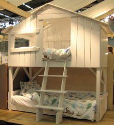 Il #letto a castello può essere diviso e può essere utilizzato come due letti singoli. E' inoltre dotato di un ampio cassetto che può servire come terzo letto o semplicemente come porta-giochi #design #homedecor http://paperproject.it/rubriche/design/interior-d/letto-castello-rendere-felici-bambini/