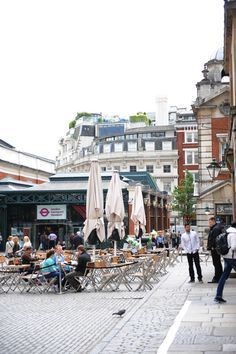 Things to See in London : One Day Walking Tour visiting Notting Hill, Marylebone, Soho, the West End and Covent Garden.