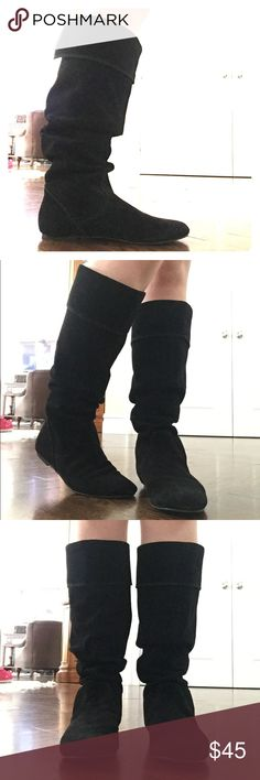 """Size 6M Gianni Bini black suede boots Size 6M NEVER WORN Gianni Bini suede black boots - 15"""" in height Gianni Bini Shoes Ankle Boots & Booties"""