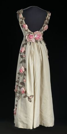 Ann Lowe evening dress, 1966-67 From the National Museum of African American History and Culture