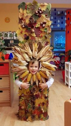 Top 40 Examples for Handmade Paper Events - Everything About Kindergarten Forest School Activities, Autumn Activities, Painting For Kids, Art For Kids, Crafts For Kids, Autumn Nature, Autumn Art, Autumn Crafts, Nature Crafts