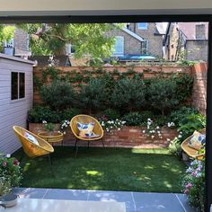 Adorable Chic Small Courtyard Garden Design Ideas For You. # courtyard Gardening Chic Small Courtyard Garden Design Ideas For You Small Courtyard Gardens, Small Courtyards, Small Backyard Gardens, Small Gardens, Indoor Courtyard, Patio Gardens, Courtyard House, Formal Gardens, Small Backyard Landscaping