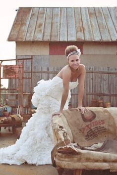 This wedding gown is made of...toilet paper! Can you believe it?!