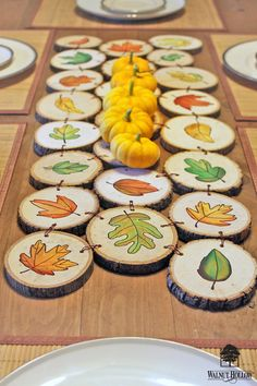 DIY Reversible Wood Slice Table Runner for Fall and Winter by Walnut Hollow Diy Wood Projects DIY Fall Hollow Reversible Runner slice Table Walnut Winter Wood Wood Slice Crafts, Wooden Crafts, Autumn Crafts, Christmas Crafts, Wooden Ornaments, Diy Ornaments, Wooden Slices, Wood Circles, Wood Rounds