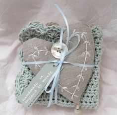 linen heart sachet with crochet face cloth Fabric Hearts, I Love Heart, Creation Couture, Linens And Lace, Homemade Gifts, Craft Gifts, Crochet Projects, Heart Shapes, Knit Crochet