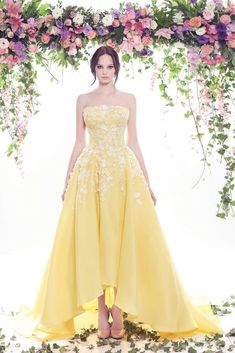 yellow wedding gown with white applique Non White Wedding Dresses, 2016 Wedding Dresses, Beautiful Prom Dresses, Wedding Gowns, Beauty And The Beast Wedding Dresses, Yellow Dress Wedding, Bridal Gown, Elegant Dresses, Color Amarillo Pastel