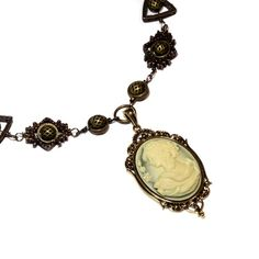I love cameos put it in a steampunk design...i really want this
