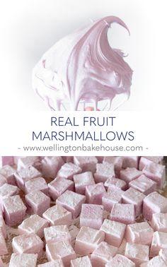 Gourmet Marshmallow, Marshmallow Treats, Recipes With Marshmallows, Homemade Marshmallows, Candy Recipes, Sweet Recipes, Dessert Recipes, Chocolate Bomb, Mini Desserts