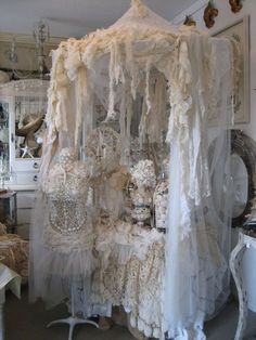 36 Chic Interior Design To Make Your Home Look Outstanding – Luxury Interior Design - Shabby Chic-Deko Estilo Shabby Chic, Vintage Shabby Chic, Shabby Chic Style, Shabby Chic Decor, Shabby Cottage, Shabby Chic Homes, Cottage Chic, Fru Fru, Linens And Lace
