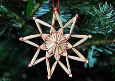 Himmeli - Knowledge and Culture - English - The Free Dictionary Language Forums Christmas Tree Decorations, Christmas Ornaments, Holiday Decor, Straw Crafts, Handmade Ornaments, Christmas 2017, Fiber Art, Weaving, Hair Accessories